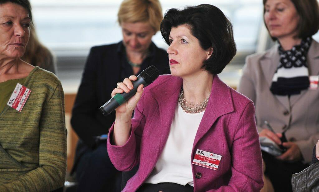 Ursula Frohner vom Österreichischen Gesundheits- und Krankenpflegeverband beteiligt sich beim 5. Plenum an der Diskussion. /©HBS