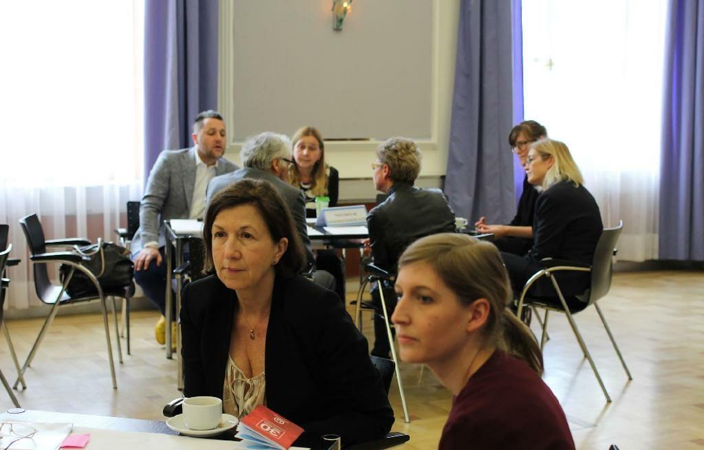 Magdalena Arrouas, die Leiterin der Prozesskoordination der Gesundheitsziele im Bundesministerium für Gesundheit und Frauen, bei der Kleingruppendiskussion.