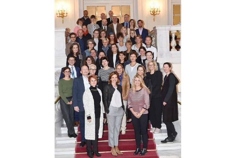 Alle Teilnehmenden des 16. Plenums gemeinsam auf der Stiege im Haus des Sports. /©HBS