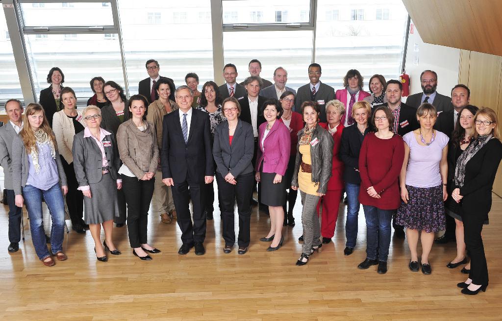 Alle Teilnehmenden des 5. Plenums-Workshops mit Alois Stöger als Bundesminister für Gesundheit. /©HBS