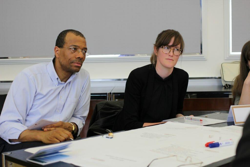 Thomas Amegah (Ländervertreter Landessanitätsdirektionen) und Sonja Spiegel (Bundesministerium für Gesundheit und Frauen) beteiligen sich beim 17. Plenum an der Kleingruppendiskussion.